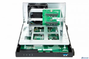 ASUSTOR-AS1002T-REVIEW-INSTAL-HDD_003